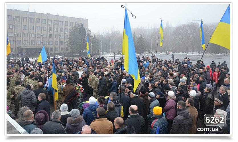 В Славянске сегодня простились с бойцом, погибшим при защите Донецкого аэропорта (фото) - фото 5