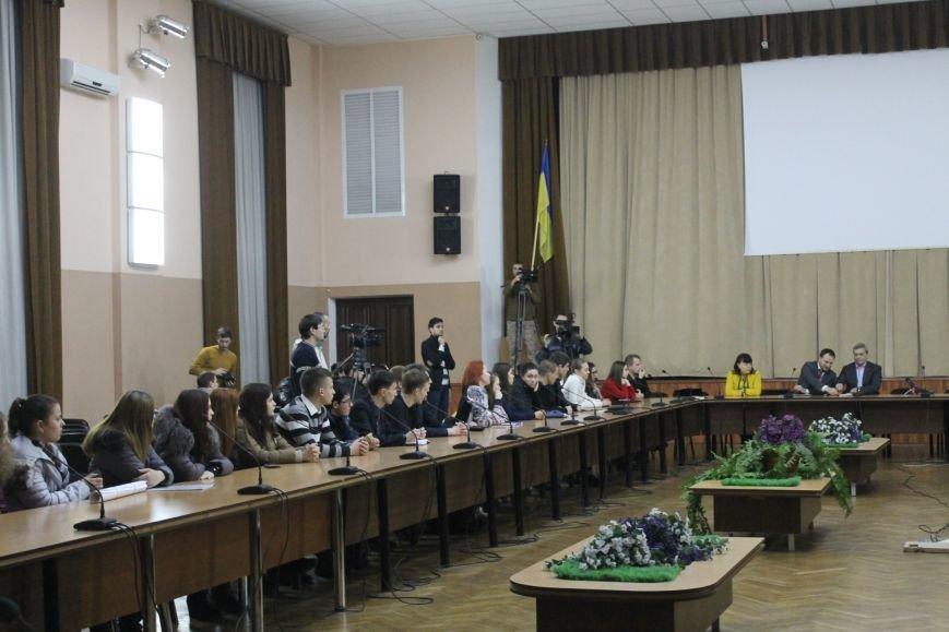Советник губернатора Борис Трейгерман взял под опеку криворожских студентов (ФОТО), фото-1