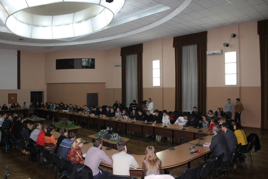 Советник губернатора Борис Трейгерман взял под опеку криворожских студентов (ФОТО), фото-3