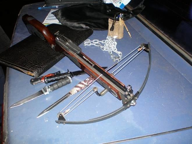 В «БМВ» с перебитыми номерами запорожская милиция нашла оружие (ФОТО, ВИДЕО) (фото) - фото 1