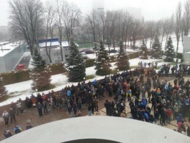 В Киеве футбольные фаны требовали «прекратить судейский беспредел» (ФОТО) (фото) - фото 1