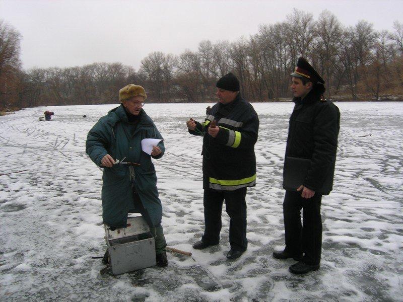 Суми: рятувальники нагадали зимовим рибалкам заходи безпеки на кризі (фото) - фото 1