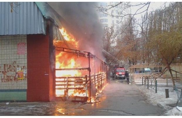 В столице дотла сгорел паб (ФОТО, ВИДЕО) (фото) - фото 1