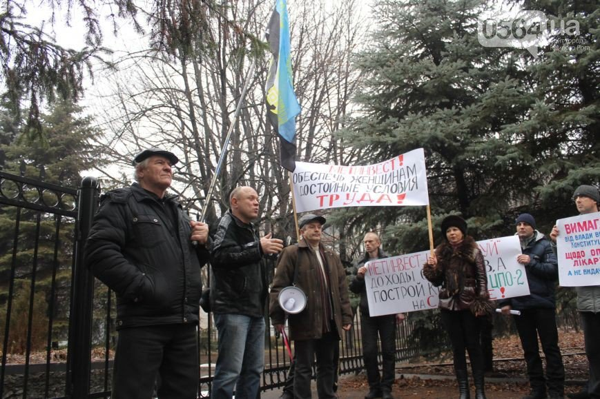В Кривом Роге: провели акцию протеста, написали письма в защиту прав человека, а на «АрселорМиттал» упал кран (фото) - фото 1