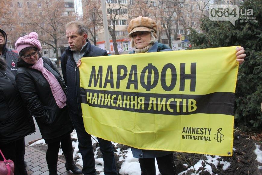 В Кривом Роге: провели акцию протеста, написали письма в защиту прав человека, а на «АрселорМиттал» упал кран (фото) - фото 2
