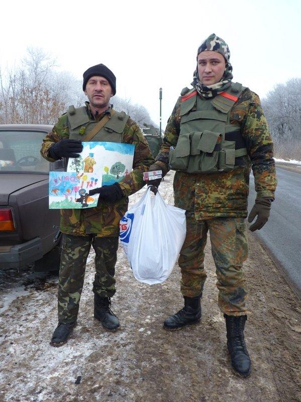 Краматорские школьники передали военным подарки на передовую (фото) - фото 3