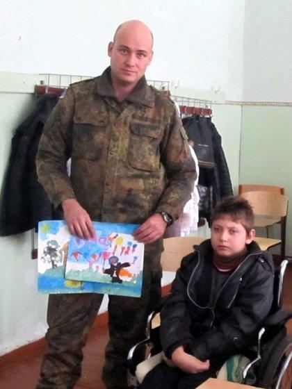 Краматорские школьники передали военным подарки на передовую (фото) - фото 2