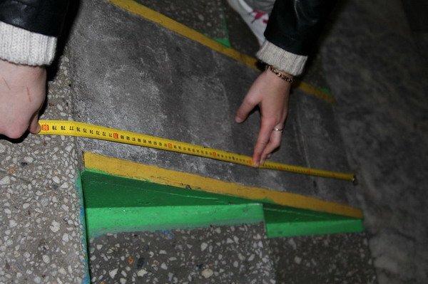 Гродненский инвалид поднялся по пандусу в Дом связи только при помощи трех человек (Фото), фото-6