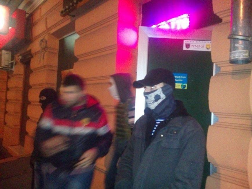 В центре Одессы штурмовали игорные заведения (ФОТО) (фото) - фото 1