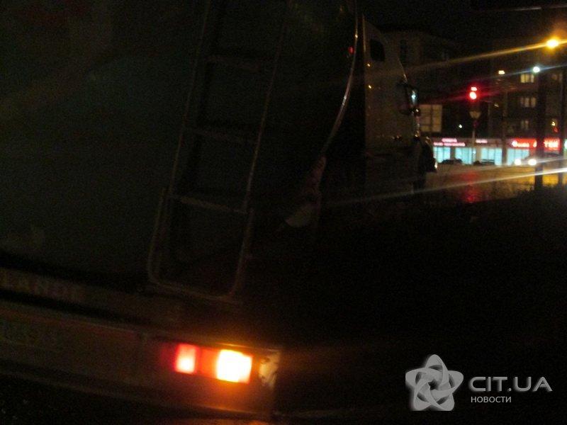 В Симферополе бензовоз попал «в капкан» (ФОТО) (фото) - фото 3