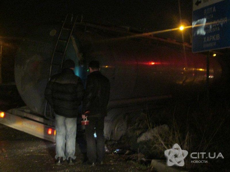 В Симферополе бензовоз попал «в капкан» (ФОТО) (фото) - фото 2