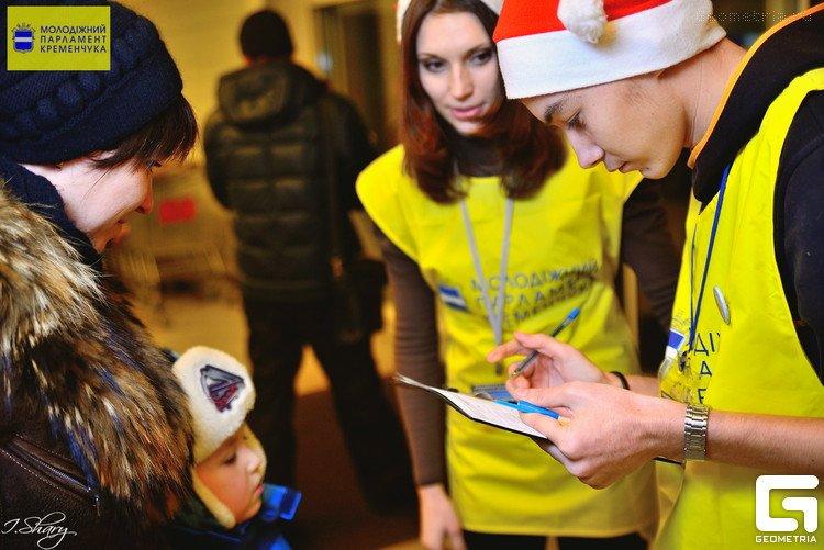 Помічники Святого Миколая завітають до магазинів Кременчука (фото) - фото 1