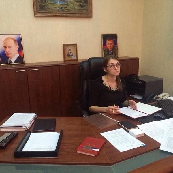 В кабинете «министра юстиции ДНР» стоят фото Путина и Захарченко, фото-2