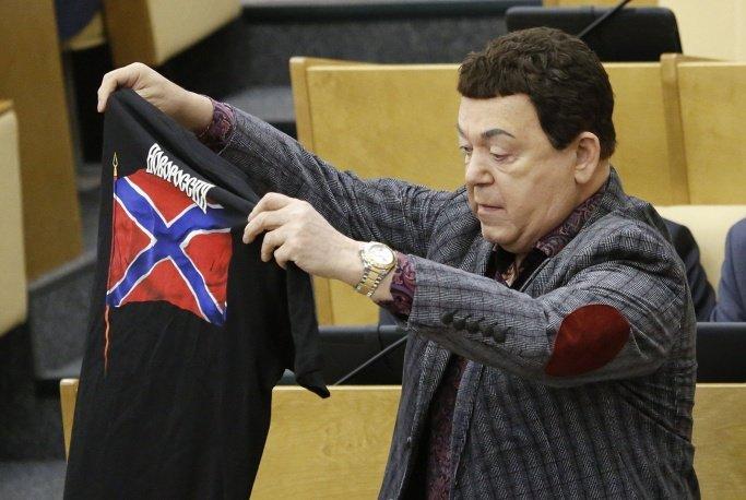 Почетный гражданин Краматорска рекламирует «вежливые футболки» (фото) - фото 1