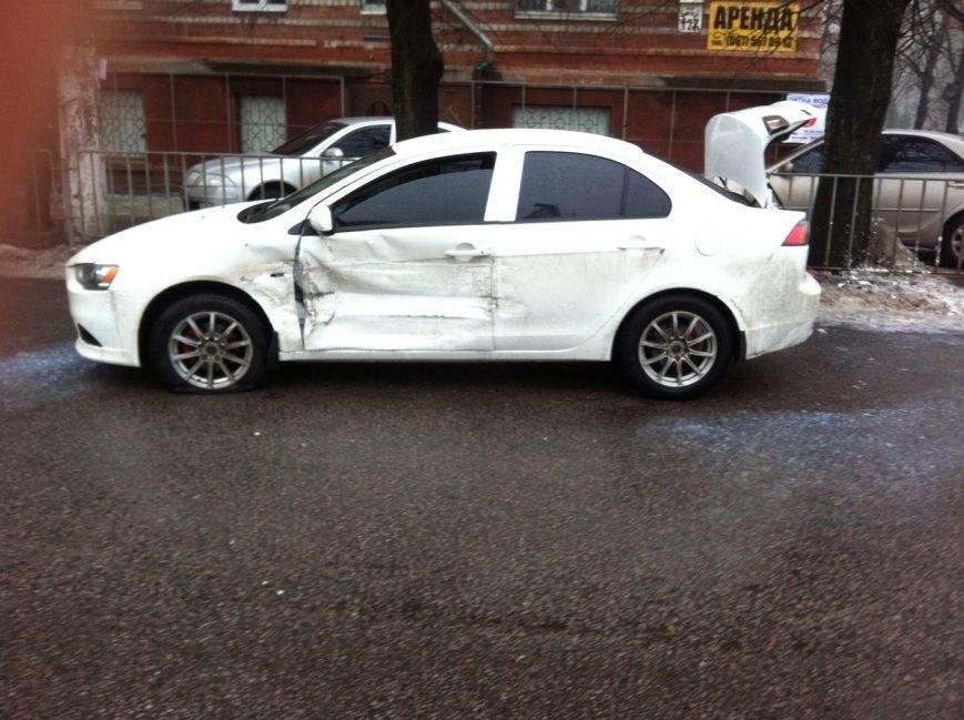 В Днепропетровске столкнулись два автомобиля, а пострадал пешеход, фото-2