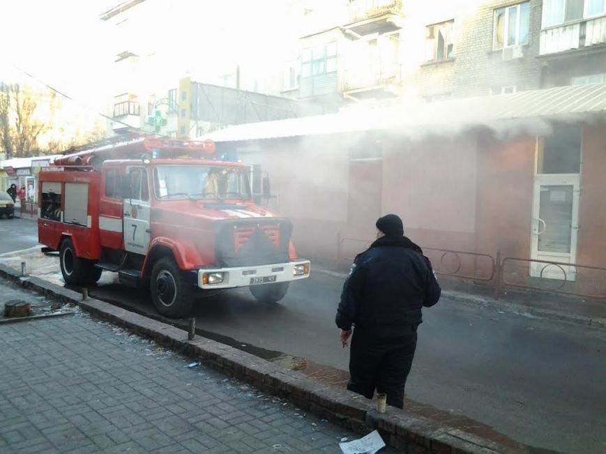 В Днепродзержинске сгорела аптека по улице Мурахтова (фото) - фото 2