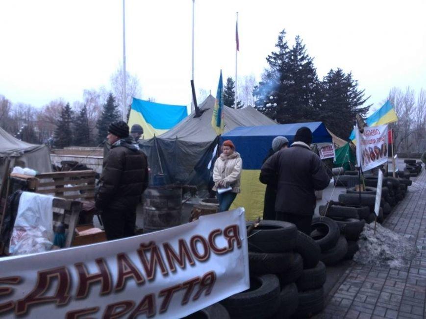 Участники акции протеста под горисполкомом  Кривого Рога опечатали кабинеты чиновников, фото-2