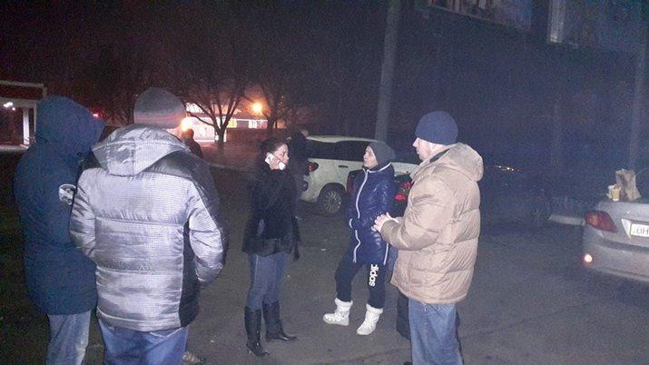 В Одессе из-за отключений света перекрывали дорогу и пикетировали центральный РЭС (ФОТО) (фото) - фото 1
