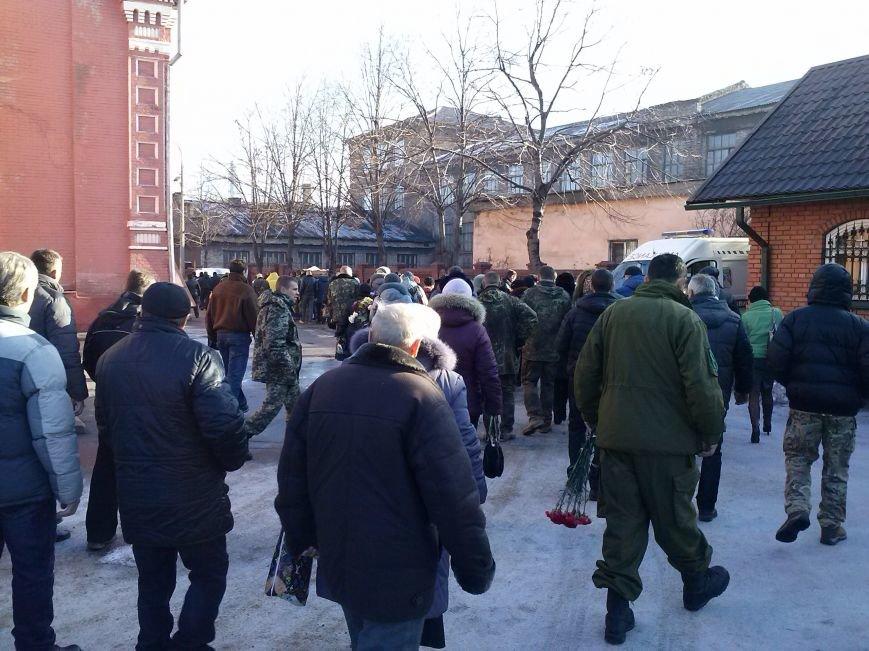 Днепродзержинцы провели в последний путь погибшего в АТО земляка (фото) - фото 3