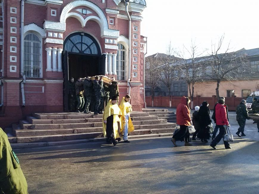 Днепродзержинцы провели в последний путь погибшего в АТО земляка (фото) - фото 1