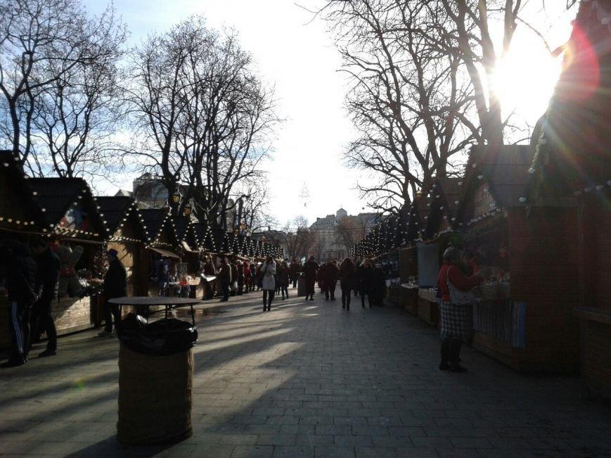 ФОТОРЕПОРТАЖ: У Львові запрацював шостий різдвяний ярмарок (фото) - фото 1