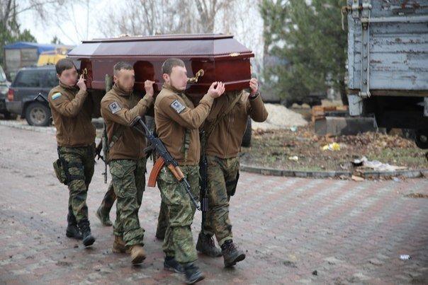 Под Мариуполем азовцы простились с погибшими в Павлополе героями (ФОТО) (фото) - фото 1