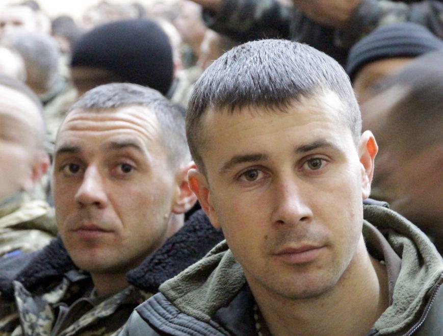 У Львові зустріли 300 десантників, які повернулись додому (ФОТОРЕПОРТАЖ) (фото) - фото 30