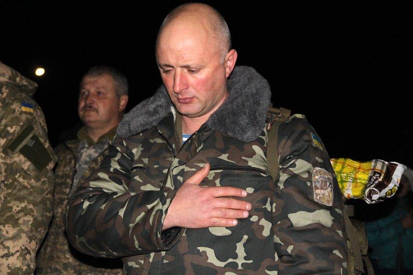 У Львові зустріли 300 десантників, які повернулись додому (ФОТОРЕПОРТАЖ) (фото) - фото 2
