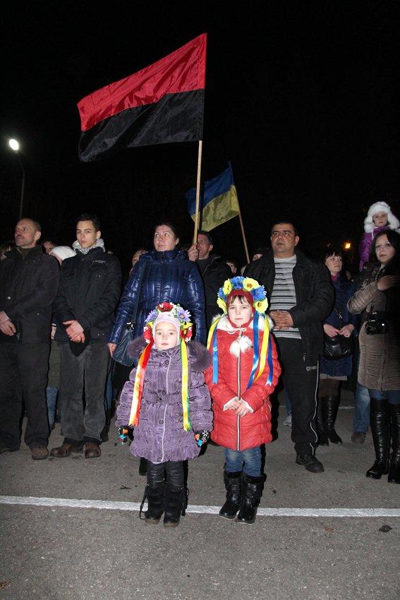 У Львові зустріли 300 десантників, які повернулись додому (ФОТОРЕПОРТАЖ) (фото) - фото 1