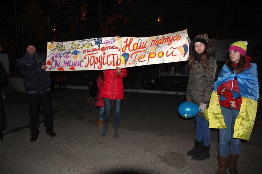 У Львові зустріли 300 десантників, які повернулись додому (ФОТОРЕПОРТАЖ) (фото) - фото 8