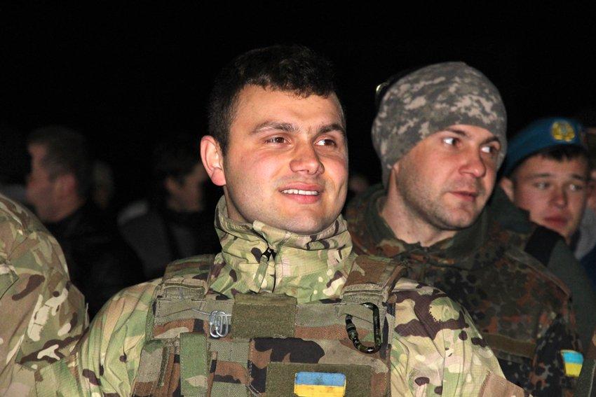 У Львові зустріли 300 десантників, які повернулись додому (ФОТОРЕПОРТАЖ) (фото) - фото 6