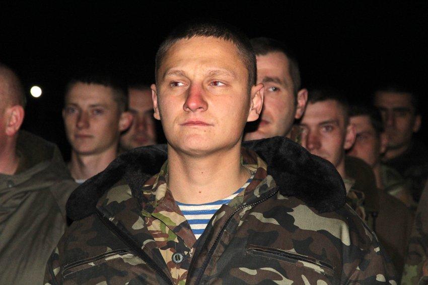 У Львові зустріли 300 десантників, які повернулись додому (ФОТОРЕПОРТАЖ) (фото) - фото 4