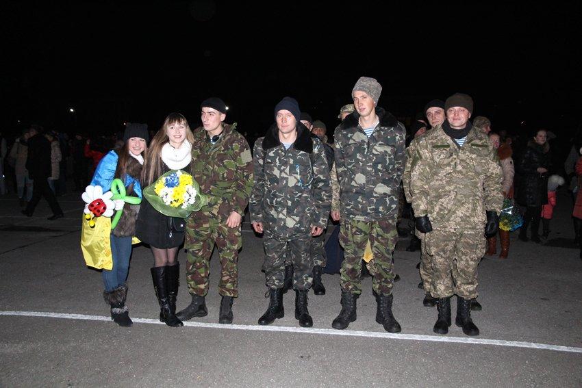 У Львові зустріли 300 десантників, які повернулись додому (ФОТОРЕПОРТАЖ) (фото) - фото 9