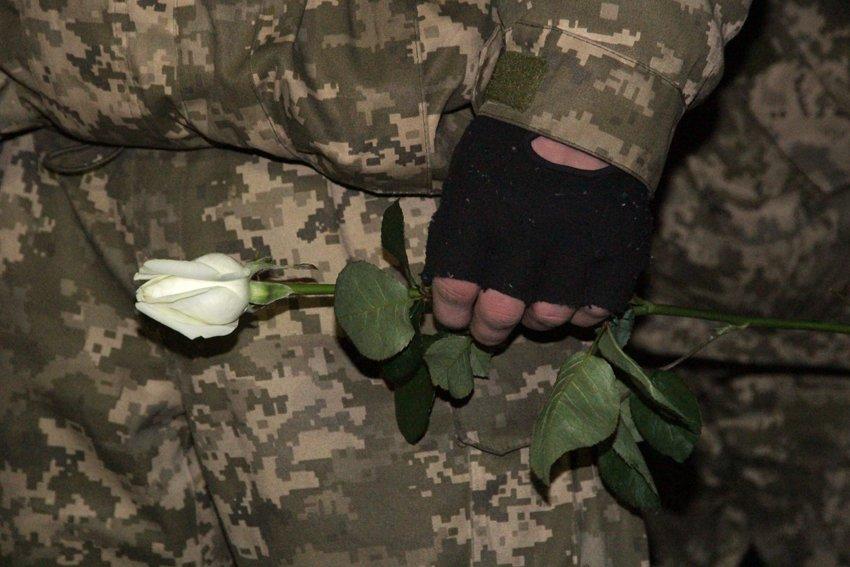У Львові зустріли 300 десантників, які повернулись додому (ФОТОРЕПОРТАЖ) (фото) - фото 12
