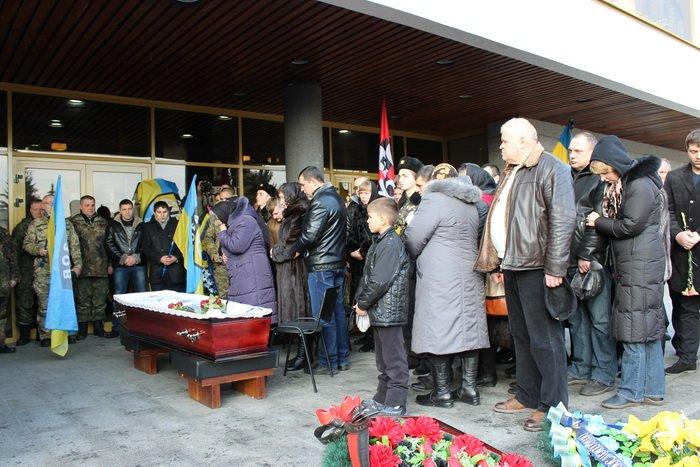 В Луцке простились с бойцом «Азова», погибшим под Мариуполем (ФОТО), фото-8
