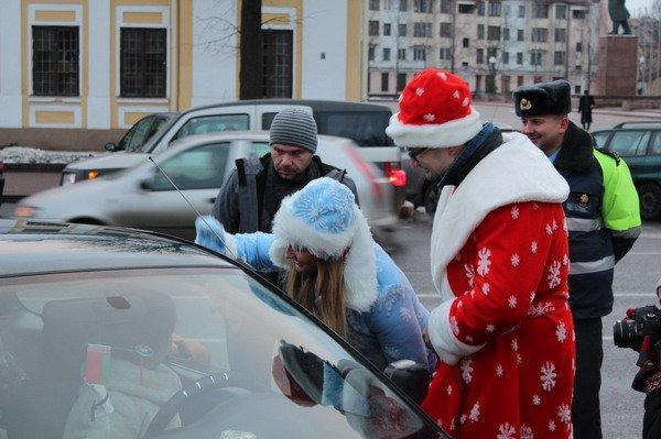 Водители пропустивших пешеходов получили подарки от ГАИ Гродно (Фото), фото-3