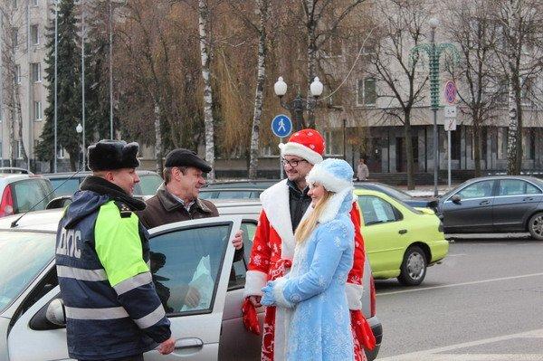 Водители пропустивших пешеходов получили подарки от ГАИ Гродно (Фото), фото-1
