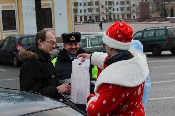 Водители пропустивших пешеходов получили подарки от ГАИ Гродно (Фото), фото-6