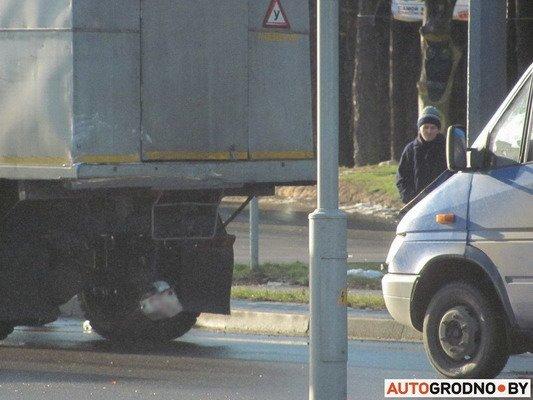 На ул. Болдина маршрутка врезалась в грузовик: пассажирам помогали медики (Фото), фото-6