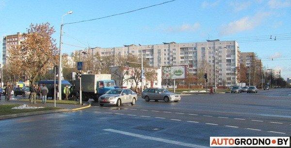 На ул. Болдина маршрутка врезалась в грузовик: пассажирам помогали медики (Фото), фото-1