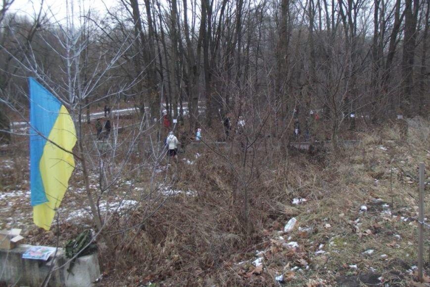 Черниговцы защитили деревья от вырубки, забив в них гвозди (фото) - фото 1