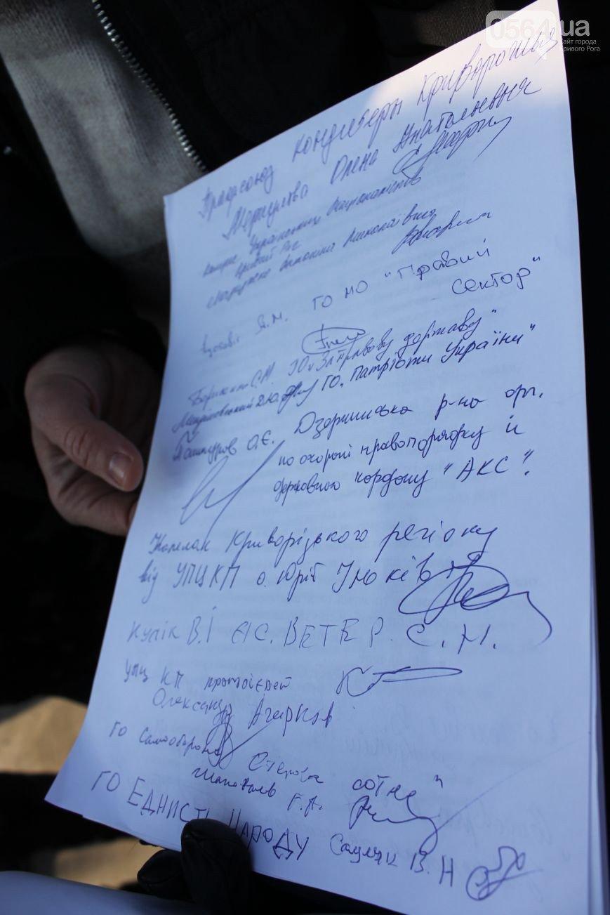 В Кривом Роге: чиновники и криминалитет получили предупреждение от активистов, а на коротких маршрутах считают пассажиров (фото) - фото 2