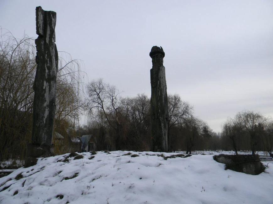У парку Топільче понищили дерев'яні фігури дохристиянських божеств (фото) (фото) - фото 1