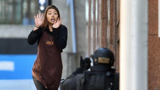В Сиднее террористы захватили более 30 человек в заложники. (фото) - фото 1