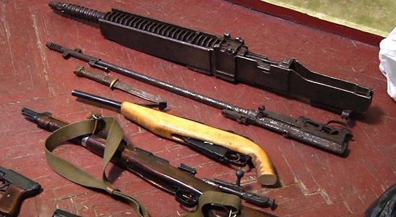 У 41-летнего жителя Днепропетровщины изъяли впечатляющую коллекцию оружия времен Второй мировой войны (фото) - фото 1