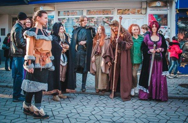 ФОТОРЕПОРТАЖ: В Симферополе на премьеру «Хоббита» собрались эльфы, гномы и волшебники (фото) - фото 5