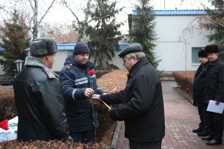 Працівники Управління ДСНС вшанували чорнобильців, фото-1
