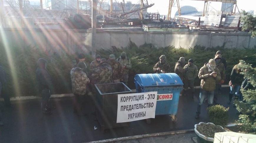 Активисты Евромайдана на броневике штурмуют фитосанитарную инспекцию Одесской области (ФОТО), фото-6