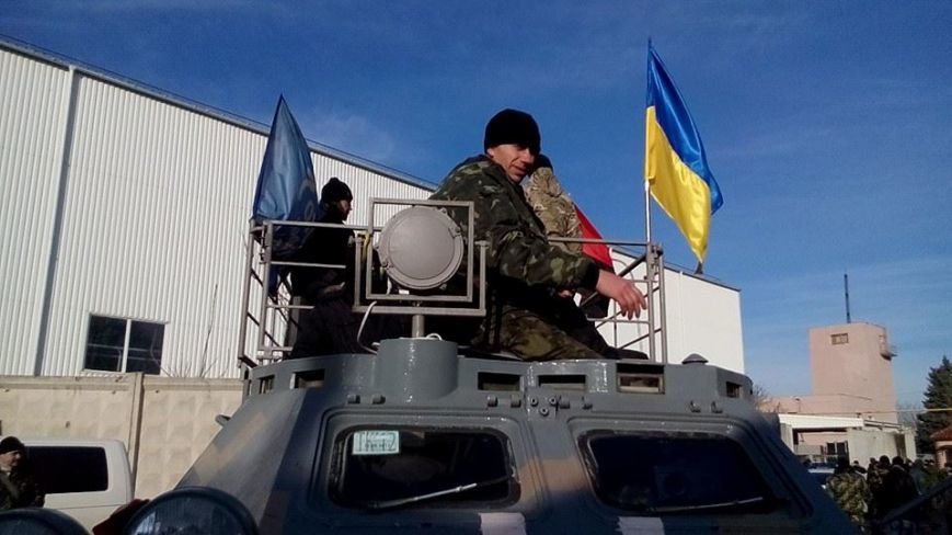 Активисты Евромайдана на броневике штурмуют фитосанитарную инспекцию Одесской области (ФОТО), фото-1