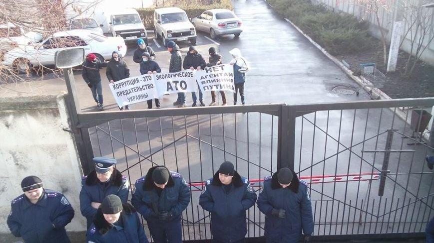 Активисты Евромайдана на броневике штурмуют фитосанитарную инспекцию Одесской области (ФОТО), фото-12